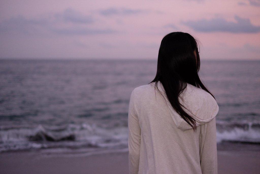 夕焼けに溶ける海